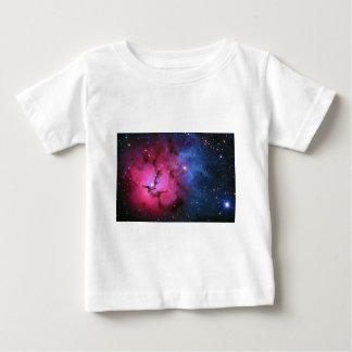 Nebulosa de reflexión trífida de la emisión M20 Playera De Bebé