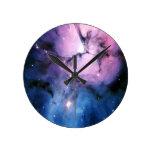 Nebulosa púrpura y azul relojes