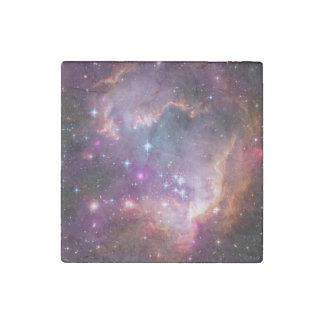 Nebulosas galácticas de la púrpura del espacio imán de piedra