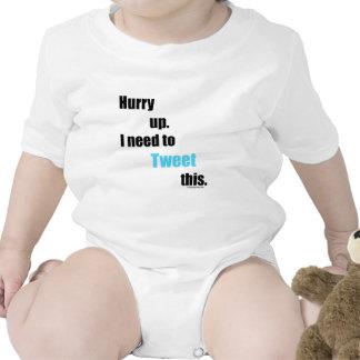 Necesidad de piar esto camisetas