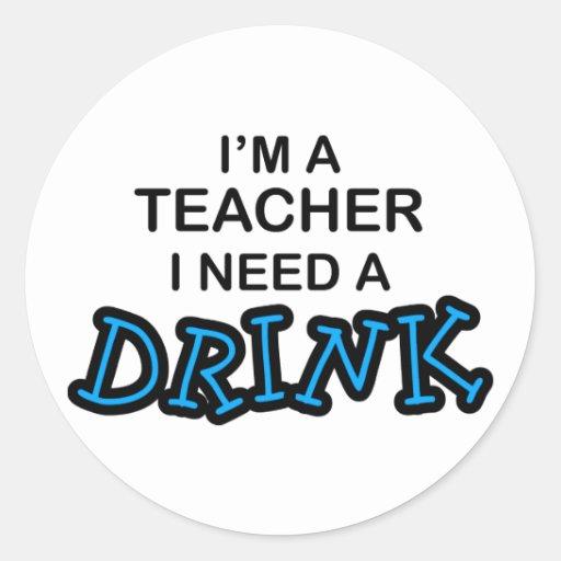 Necesidad del profesor una bebida pegatina redonda