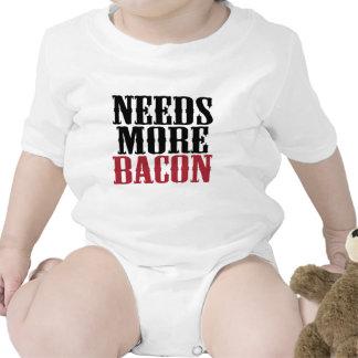 Necesita más tocino traje de bebé
