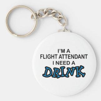 Necesite una bebida - asistente de vuelo llavero redondo tipo pin