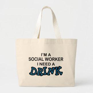 Necesite una bebida - asistente social bolsa tela grande