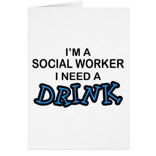 Necesite una bebida - asistente social tarjetas