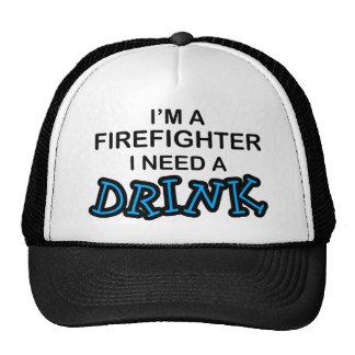 Necesite una bebida - bombero gorras