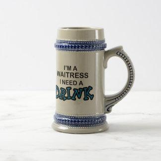 Necesite una bebida - camarera tazas de café