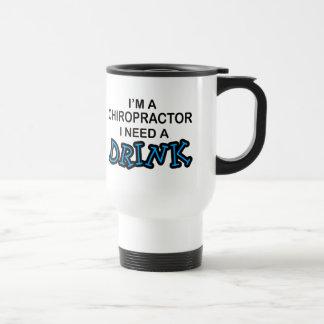 Necesite una bebida - Chiropractor Taza De Viaje
