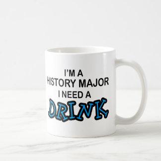 Necesite una bebida - comandante de la historia taza básica blanca
