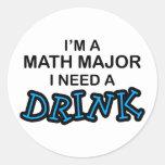 Necesite una bebida - comandante de matemáticas etiqueta redonda