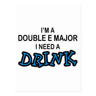 Necesite una bebida - comandante doble de E Tarjeta Postal