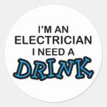 Necesite una bebida - electricista etiqueta