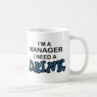 Necesite una bebida - encargado taza de café