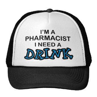 Necesite una bebida - farmacéutico gorras de camionero
