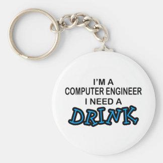 Necesite una bebida - ingeniero informático llavero redondo tipo pin