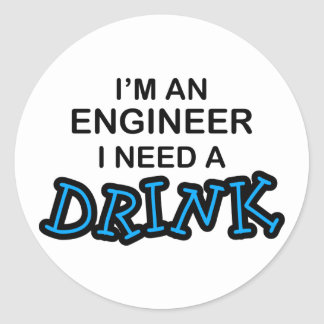 Necesite una bebida - ingeniero pegatina redonda