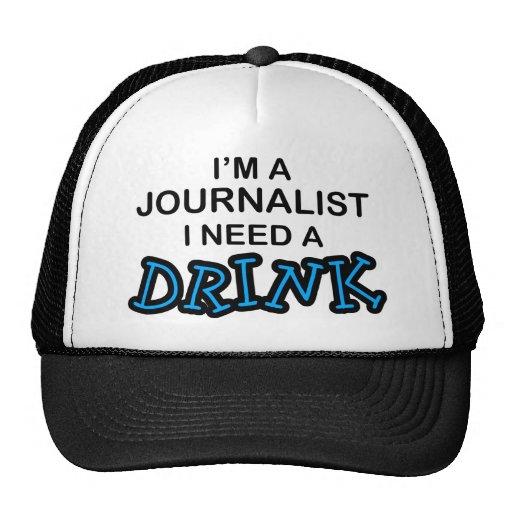 Necesite una bebida - periodista gorra