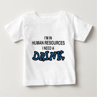 Necesite una bebida - recursos humanos poleras