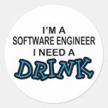 Necesite una bebida - Software Engineer Pegatina Redonda