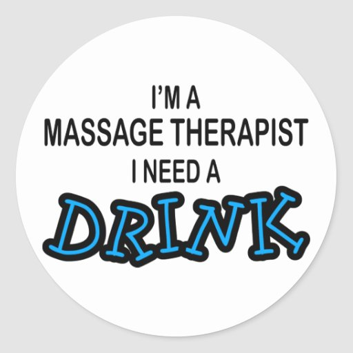 Necesite una bebida - terapeuta del masaje pegatina redonda