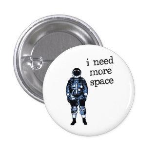 Necesito a más astronauta del espacio pin redondo de 1 pulgada
