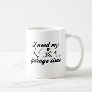 Necesito mi tiempo del garaje taza clásica