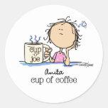 Necesito una taza de café pegatina