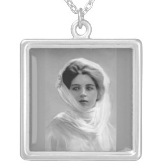 Necklace-Vintage-Lady in White Silver Plated Necklace
