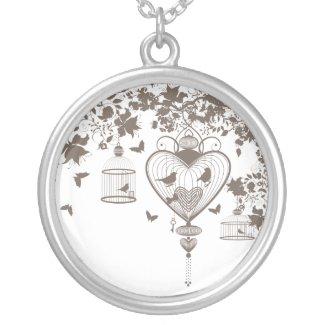 Necklace with refine Valentine design