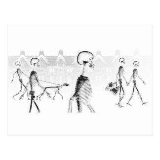 Negativa BW del paseo de la tarde de los esqueleto Tarjeta Postal