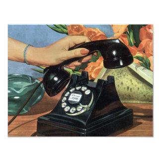 Negocio del vintage, mano de la mujer del teléfono anuncio