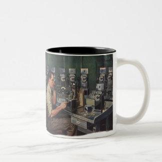 Negocio del vintage, reparador del teléfono de taza de café de dos colores