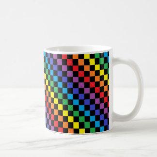 Negro a cuadros del arco iris taza clásica