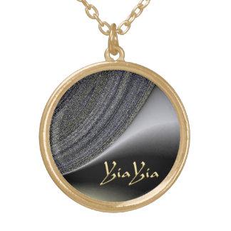 Negro abstracto de YiaYia y collar del diseño del