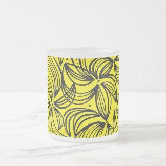 Negro abstracto del amarillo de la expresión de taza cristal mate