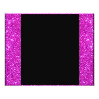 Negro atractivo femenino con el marco rosado brill tarjetones
