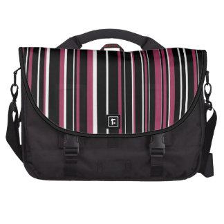 Negro, blanco, raya rosada del código de barras de bolsa de ordenador