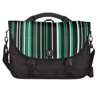Negro, blanco, raya verde del código de barras del bolsas para ordenador