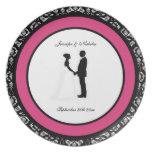 Negro, blanco y placa rosada del boda del damasco  plato
