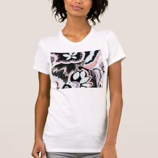 negro, blanco y rosado por todas partes camiseta