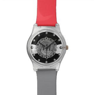 Negro con el monograma blanco de la brocha de la relojes de mano