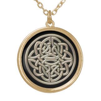 Negro con el nudo del Celtic del metal del oro Grimpola
