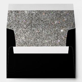 negro con el sobre de plata del modelo del brillo