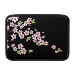 Negro con la flor de cerezo rosada y verde Sakura Fundas MacBook