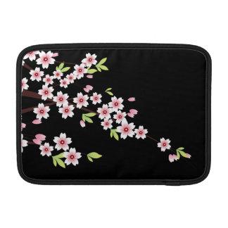 Negro con la flor de cerezo rosada y verde Sakura Fundas Macbook Air