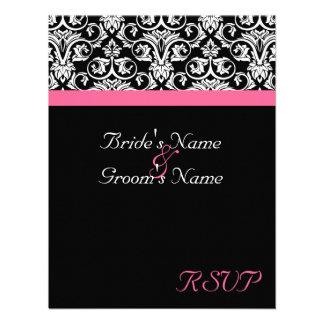 Negro con la pasión rosada que se casa haciendo ju invitaciones personalizada