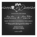 Negro con monograma de los corazones del boda invitación 13,3 cm x 13,3cm