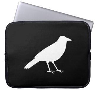 Negro con un cuervo blanco mangas computadora
