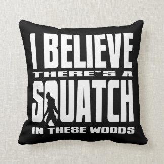 Negro - creo que hay SQUATCH en estas maderas Cojines