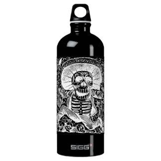 Negro de Calavera Uaxaquena en la botella negra de